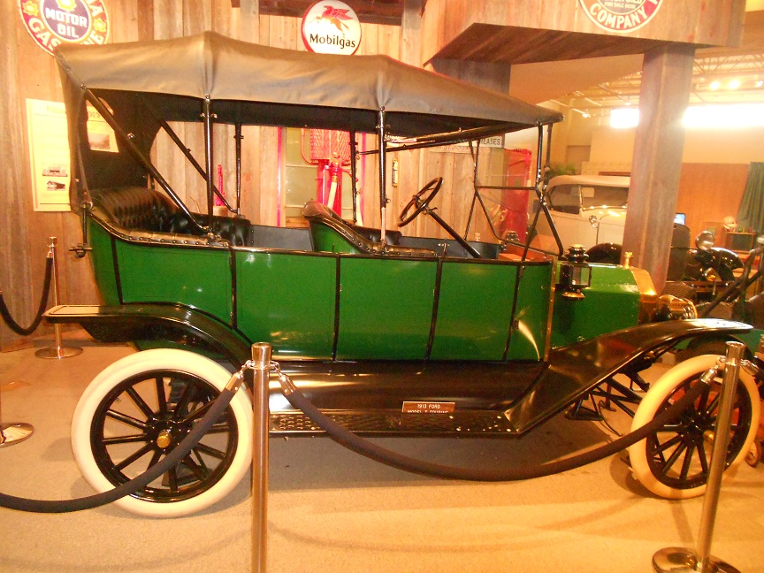 1913 Ford Model T Toruing Car
