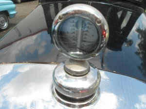 Radiator temperature gauge on Studebaker Commander