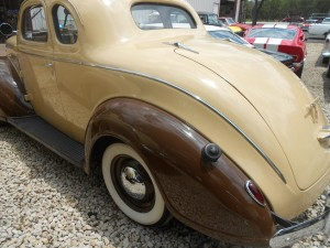1939 Plymouth rear curved trunk