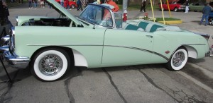 The contrasting colors of the 1954 Buick Skylark wheel wells