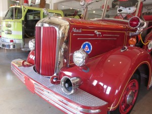 1951 mack fire pumper truck